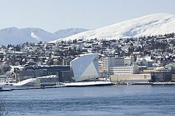 Buchardt nærmere  «isfjellhotell»