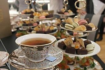 Grand og Wedgwood serverer afternoon tea