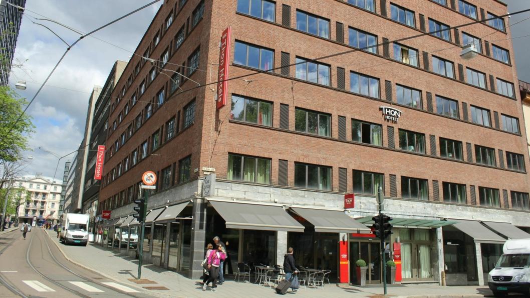 """Hotellet som er naboen til det gamle """"SAS-hotellet"""" i Oslo, skal pusses opp. Bak prosjektet  står interiørarkitekt Trond Ramsøskar og designansvarlig i Olav Thon Gruppen, Sissel Berdal Haga."""