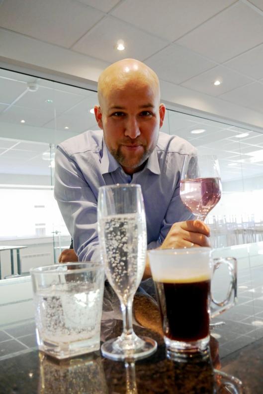 PLASTIC FANTASTIC: Kim Johansen og glass 4 ever vil ha horeca-bransjen over på plast.