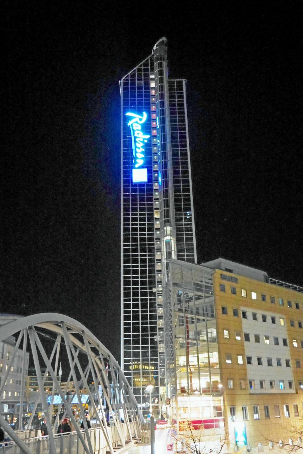 SLUKER PLAZA? HNA Tourism Group er verdens 353. største selskap. Nå vil de sluke Rezidor - hotellkjeden som blant annet driver Norges største hotell, Radisson Blu Plaza i Oslo.