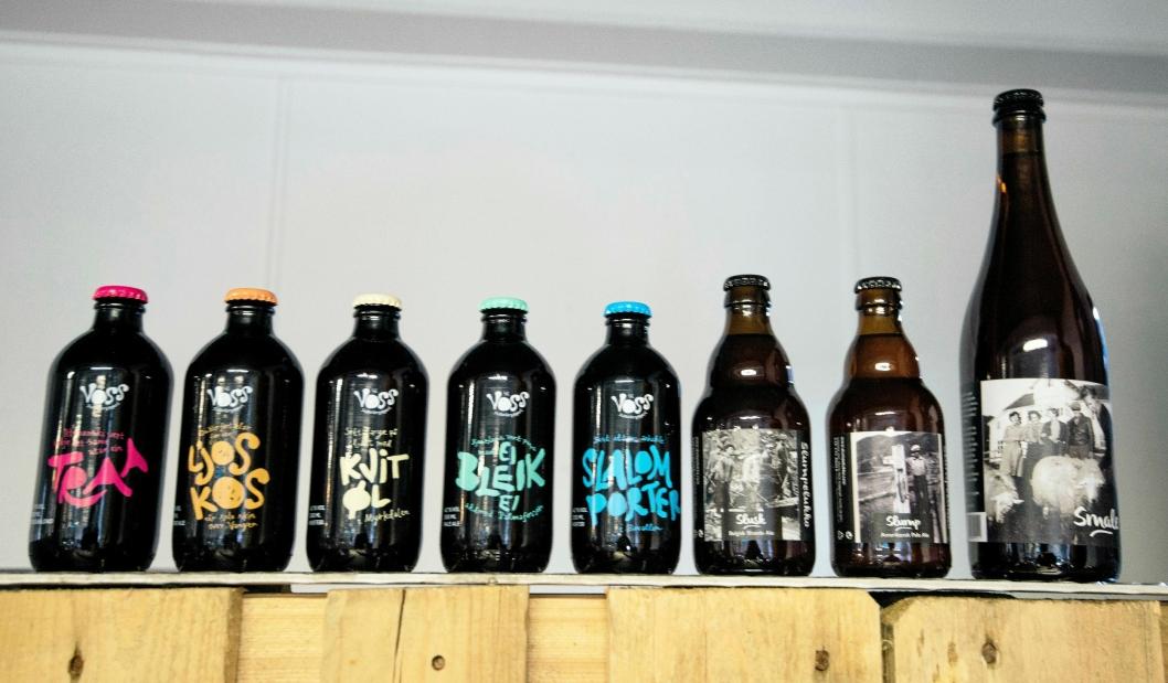 HELE REKKA: I fjor lagde Voss Fellesbryggeri åtte forskjellige ølsorter. Nå er fem av dem i butikkhyllene.