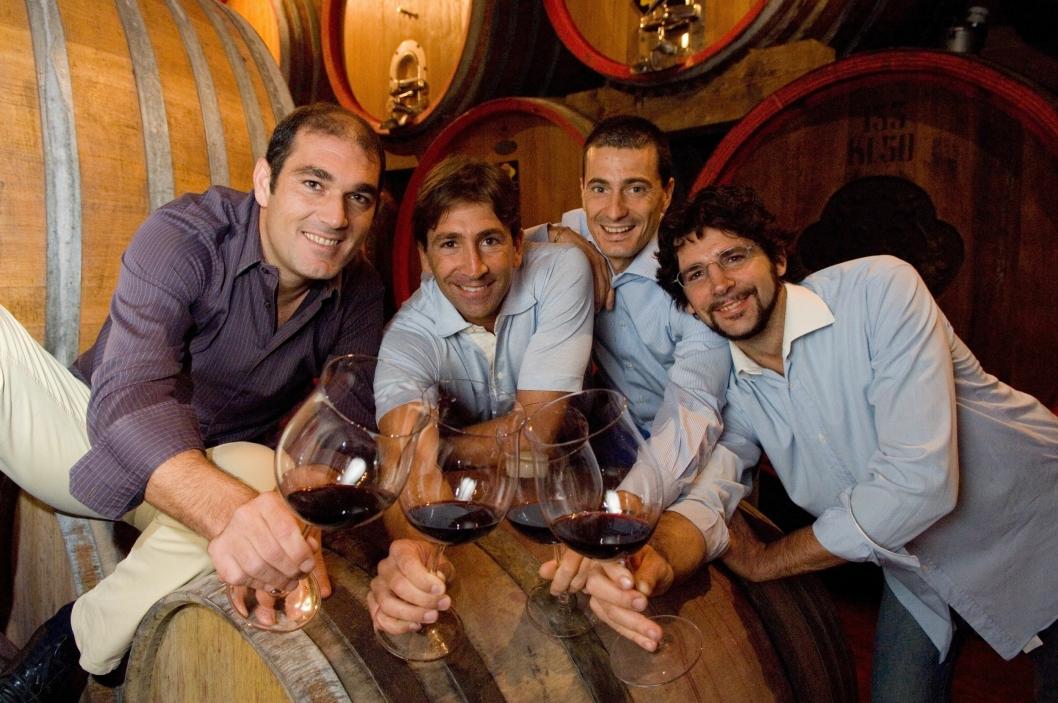 SKÅL: Dagens Tommasier er fjerde generasjons vinprodusenter.