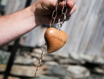 SKIKKELIG: Med en slik nøkkelring er det ikke så lett å glemme romnøkkelen i en lomme.