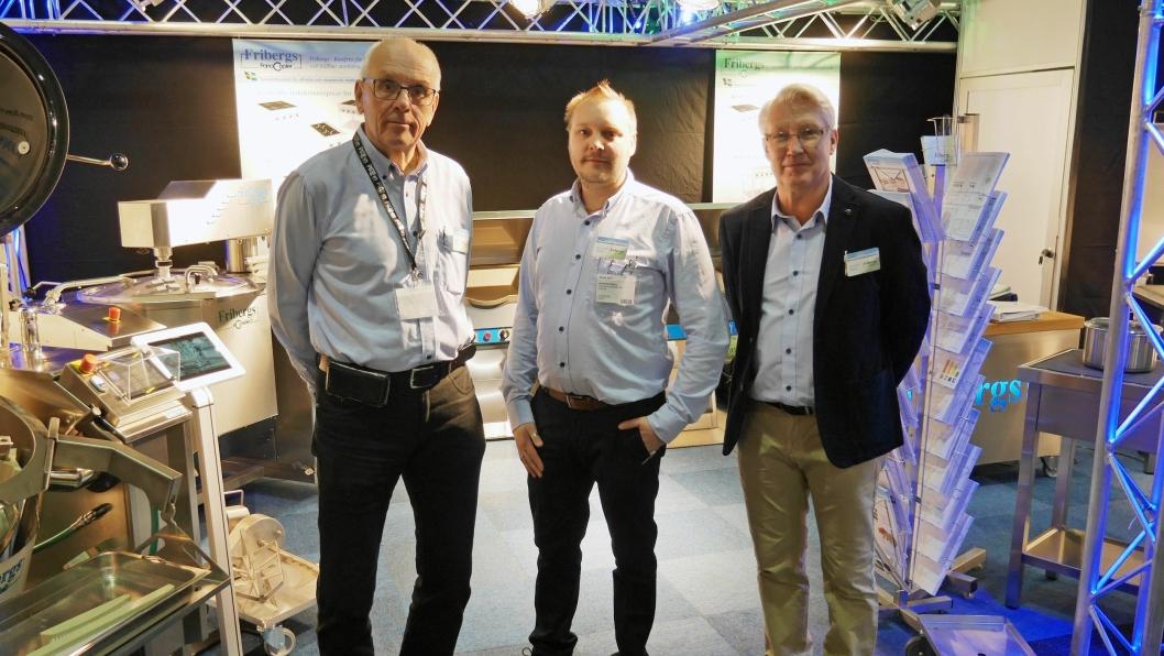 SVENSK TRIO: Håkan Eriksson, Kristoffer Elwing og Kenntet Olsson vil gjerne at norske kunder skal spare penger ved å velge svensk.