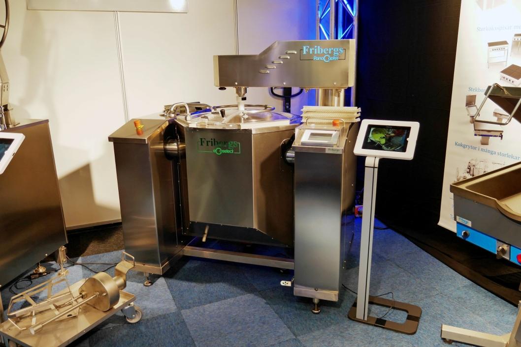 SMAKFULLT: Under SMAK-messen viser Fribergs frem flere av sine velkjente produkter, deriblant denne PanoCopter-blanderen.
