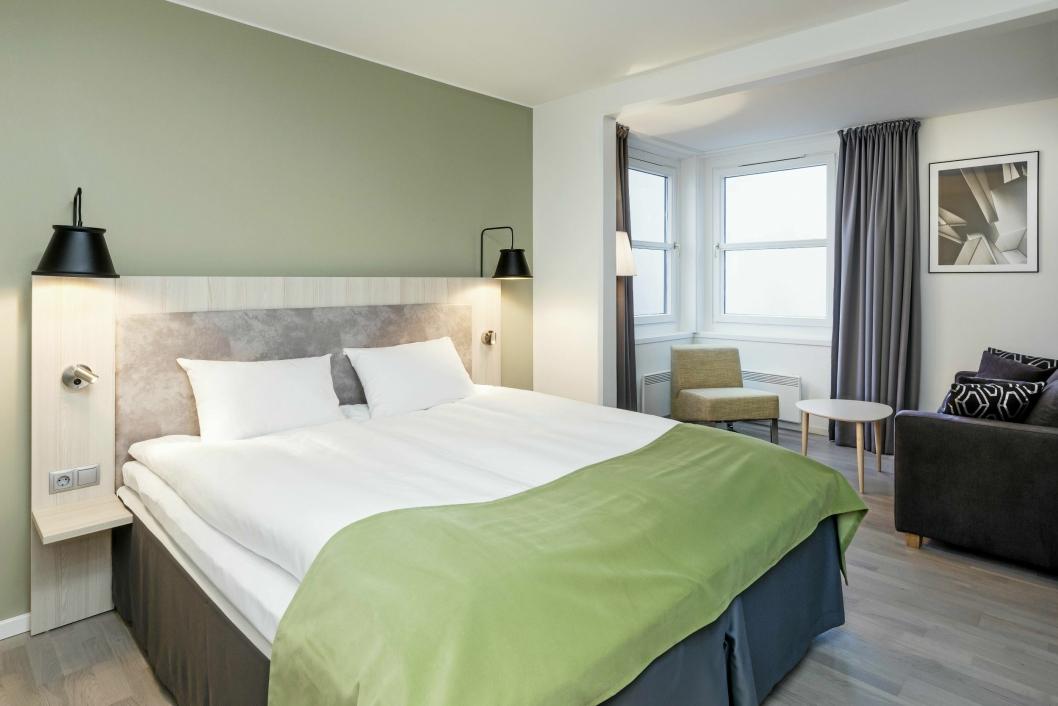 HELT NYTT: – Det er kult og viktig for oss å få dette hotellet «up to date», sier direktør Sjur Aalvik. Han er veldig fornøyd med de nye rommene.