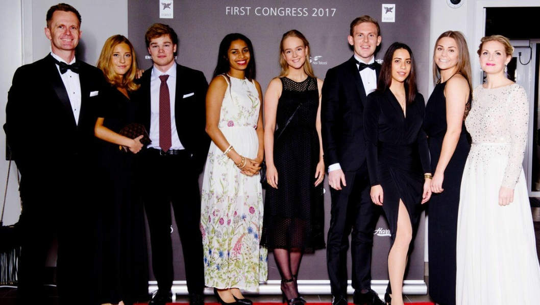 FIRST-TALENTER:  Fra venstre til høyre: Stephen Meinich-Bache (CEO i First), Sofie Traheim, Odd Thorsteinsson Udby, Jacicleide Santos, Viktoria Walle, Jens Petter Horni, Eva Przadka, Ellen Storvik.
