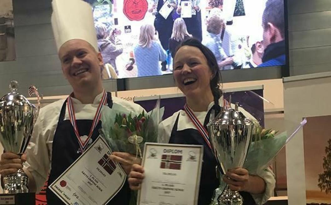GLADE: Vinnerne av kokkekonkurransen Årets grønne Kokk 2017: Nina Kristoffersen og Joachim Lindgren, Statholdergaarden. Foto: Opplysningskontoret for frukt og grønt - frukt.no.