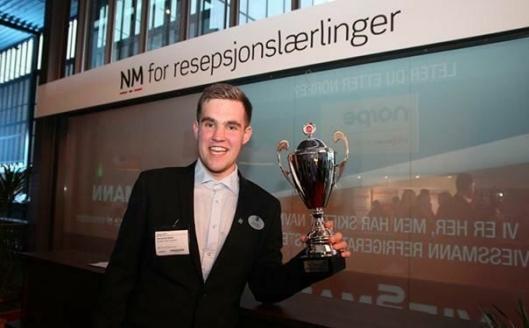 KALDT HODE: Ole Henrik Stølen vant NM for resepsjonslærlinger. Foto: Cecile Dahl Rian.