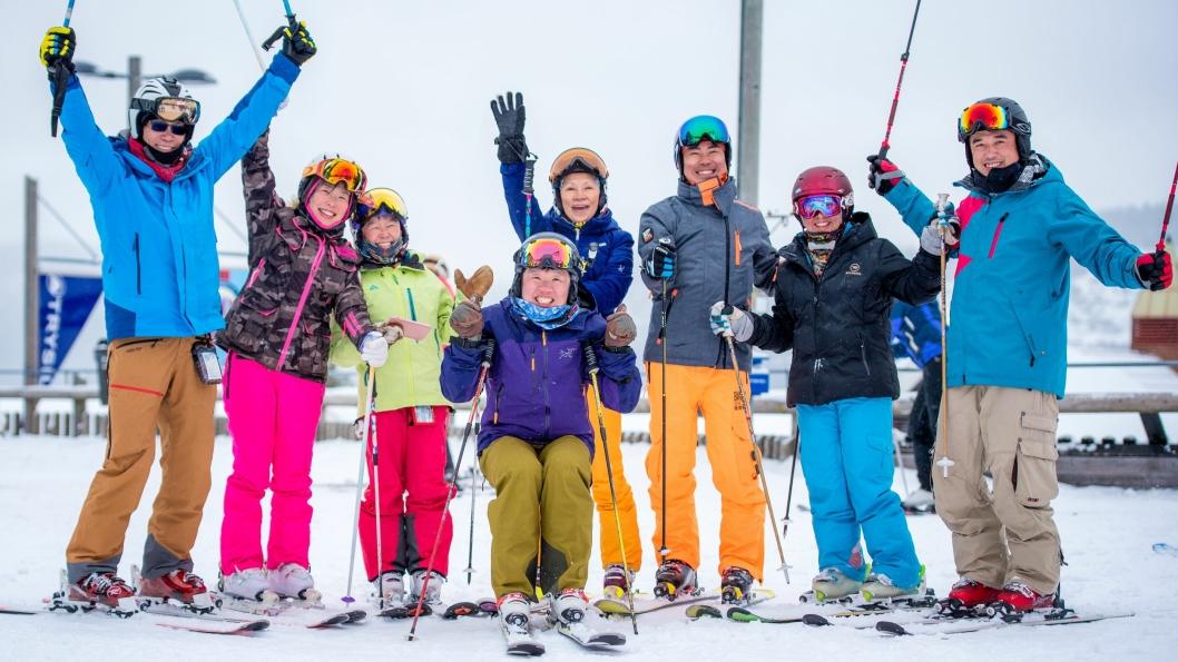TESTPILOTER: En gruppe med taiwanske skigjester er testpiloter i Trysil denne uken. Foto: Hans Martin Nysæter/Destinasjon Trysil.