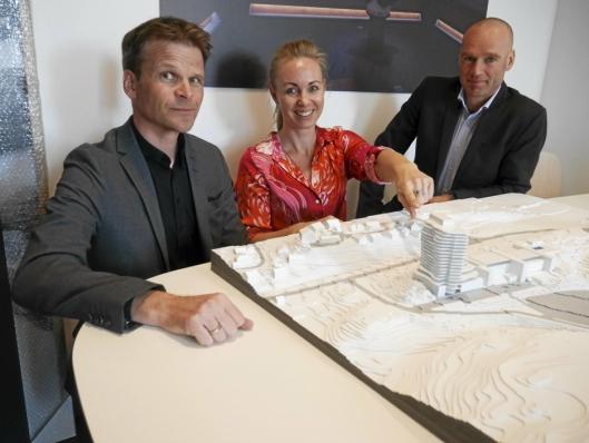 SLIK BLIR DET: Prosjektleder Thomas Gundersen (t.v.) og arkitektene Birgitta Norrud og Øystein Rognebakke.