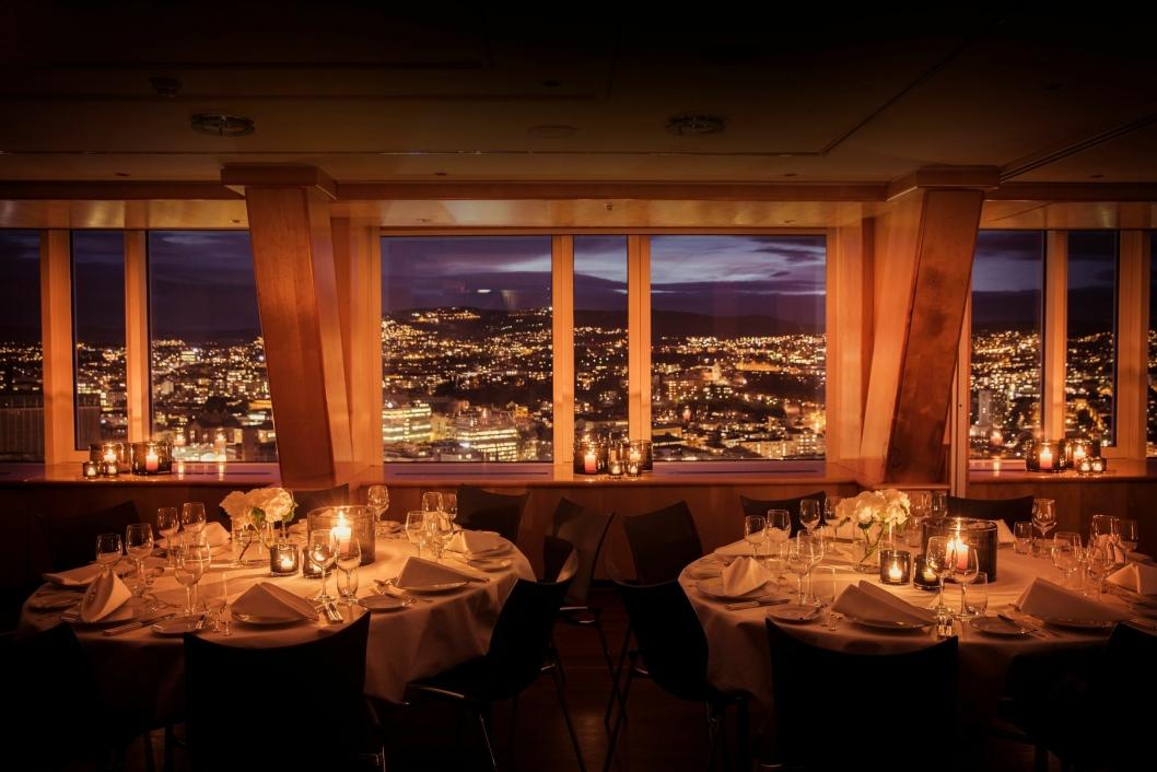 UTSIKT: Lokalene på toppen av Radisson Blu Plaza Hotel gir gjestene spektakulær utsikt over hele Oslo.