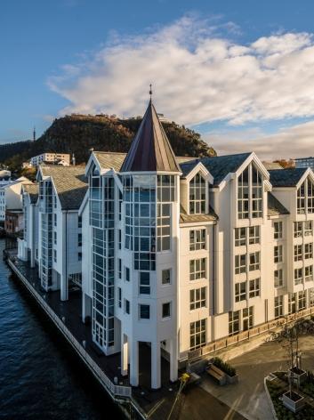 SENTRALT: Radisson Blu Hotel, Ålesund ligger midt i byen.