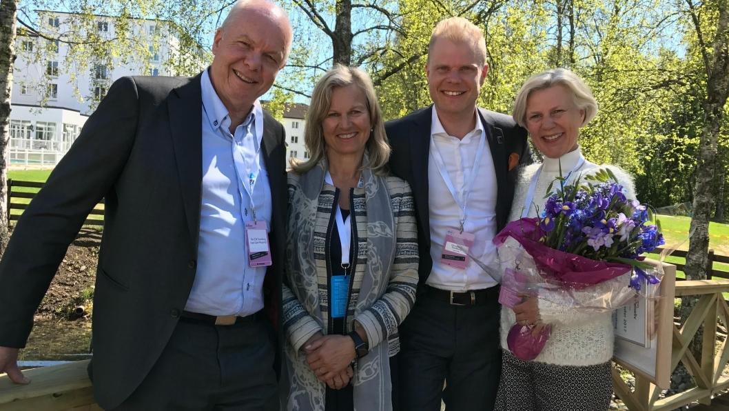 VINNER: Christian Fredrik Sandberg sammen med foreldrene Vigdis og Per Eilif Sandberg og NHO Reiseliv-direktør Kristin Krohn Devold.