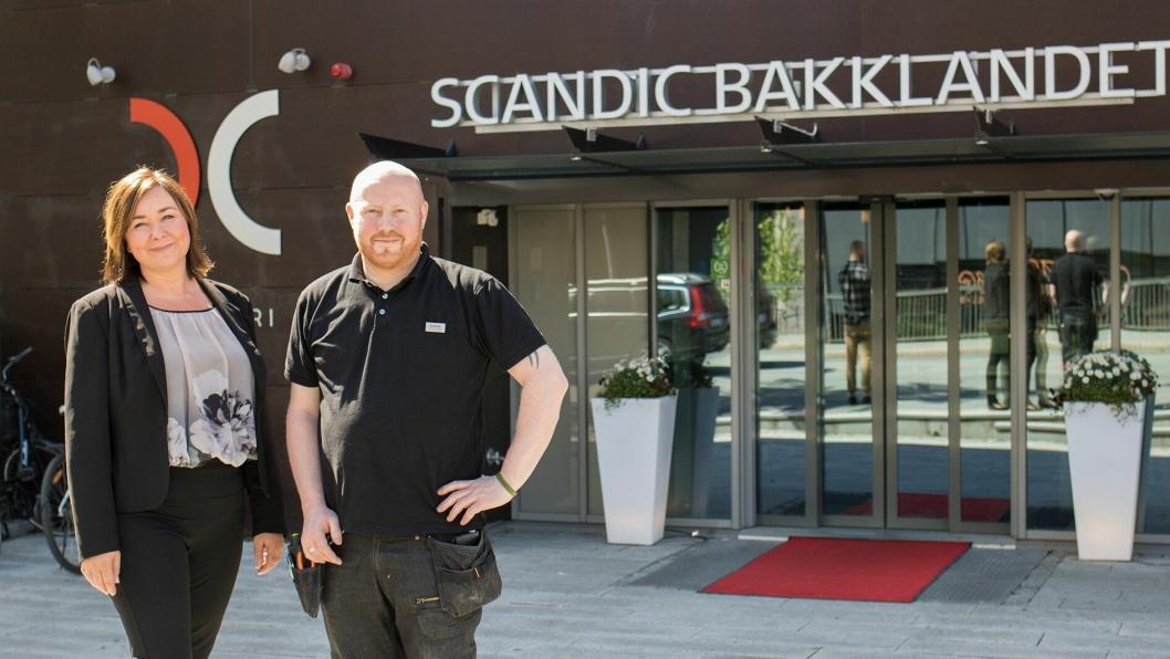 FORNØYD: Merete Imbsen og Svein Arne Eggen ved Scandic Bakklandet er fornøyd med løsningen.