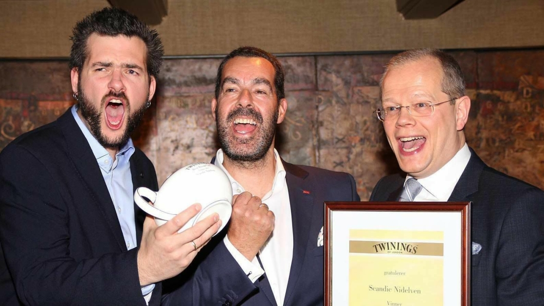 JAAAAAAA!: Frokostansvarlig Øyvind Tiller, F&B-direktør Morten Malting og hotelldirektør Kjetil Vassdal jublet da seieren var sikret.