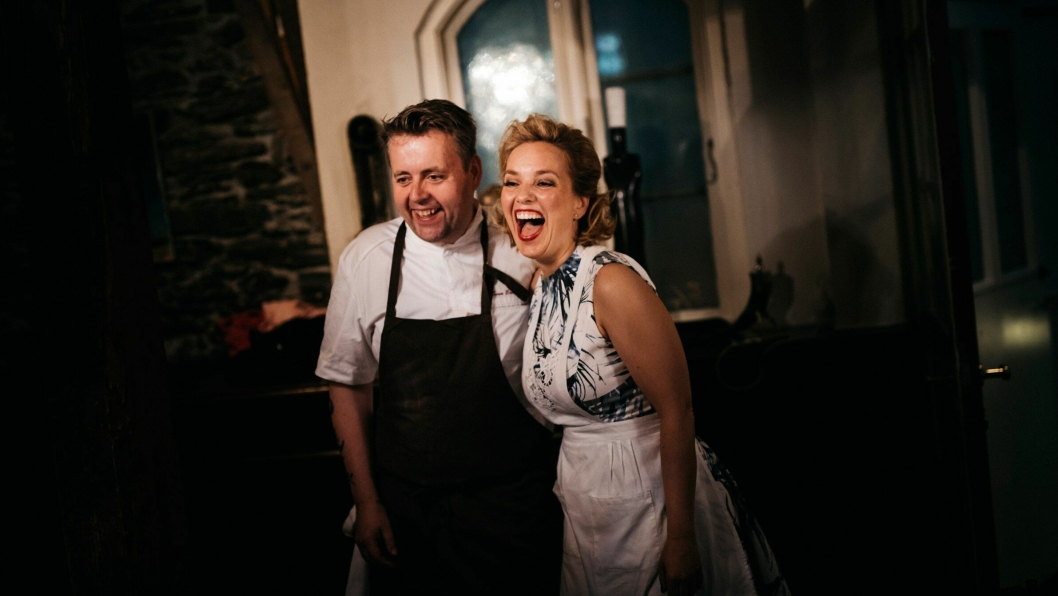 JUBEL: Ekteparet Sven Erik og Torill Reena jubler over å være Norges kandidat til Nordens beste restaurant 2018.