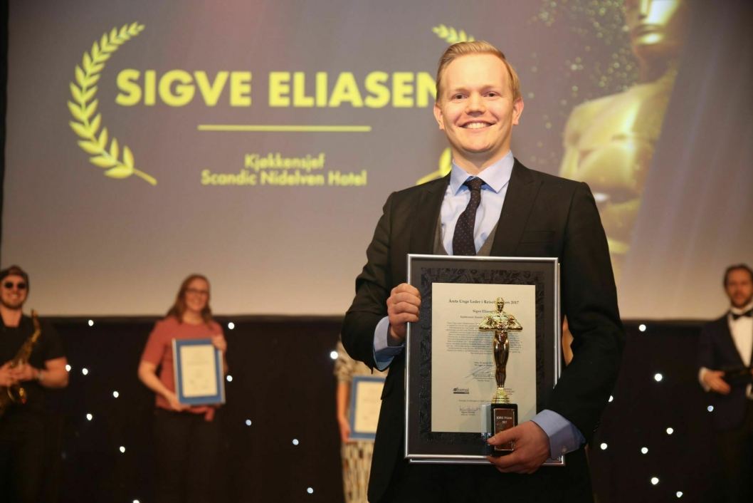 GLAD: Kjøkkensjef ved Scandic Nidelven Sigve Eliassen er Årets Unge Leder. Foto: Camilla Bergan.