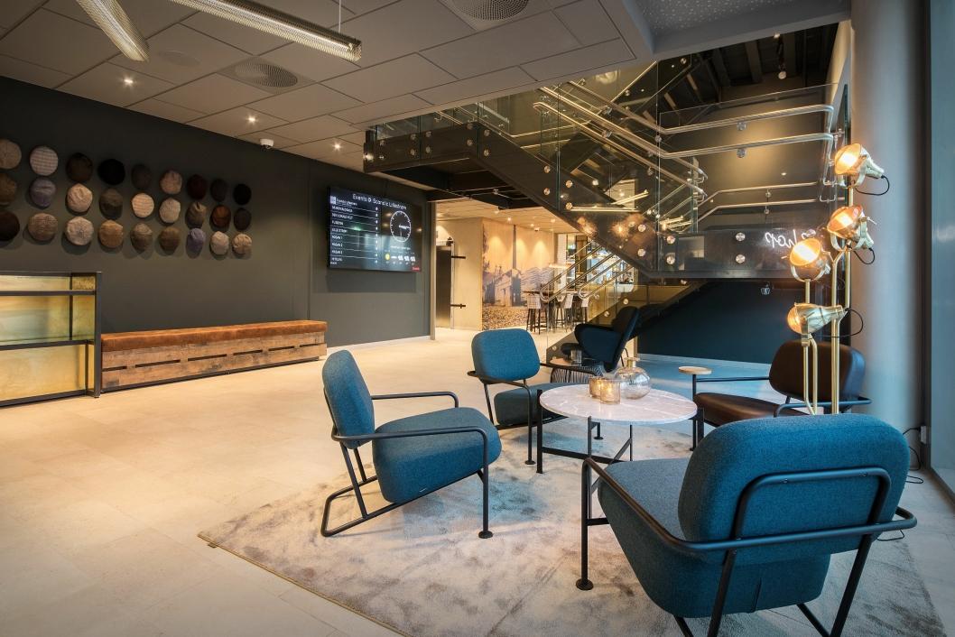 LOBBY:Hotelldirektør Jannicke Holmgreen Lorentzen og teamet på Scandic Lillestrøm har lagt ned en stor innsats for å forene det moderne og det historiske. Foto: Tord- Erik Andresen.<br />
