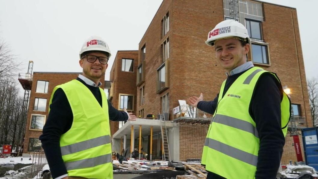 HOTELL-DUO: Martin og Martinus ønsker alle gjester velkommen. Men sannsynligvis uten sang.