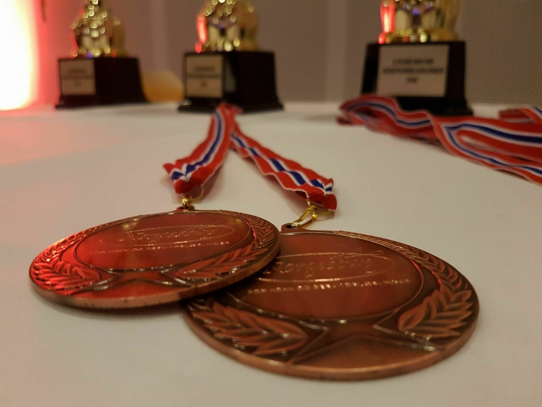EDELT METALL: Disse medaljene var det rift om i helgen konkurranser.