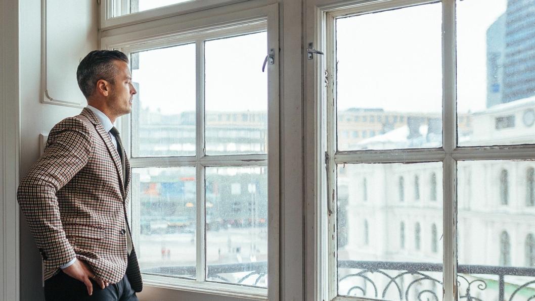 STØ KURS: Med utsikt mot Oslos travleste torg, skal Wilhelm Hartwig sørge for å skape hotellmagi.