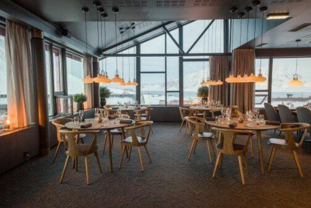 UNIK PLASSERING: Funken Lodge nyter godt av fantastisk utsikt over Longyearbyen.