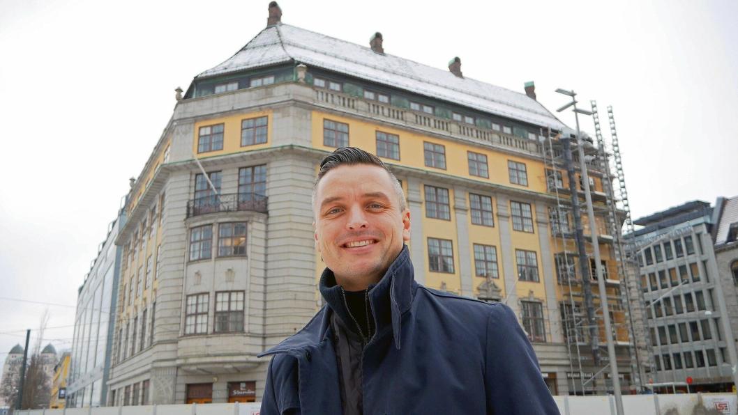 MYE Å GJØRE: Med rundt ett år igjen til åpning er det mye å tenke på for hotelldirektør Wilhelm Hartwig.