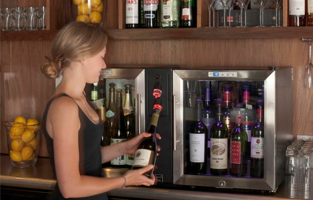 GOD PLASS: Pod Bar er et modulært oppbygget system som er meget fleksibelt og plasseringsvennlig. Systemet kan også bygges ut for å romme flere flasker. Hvert skap har plass til 8-10 flasker vin.