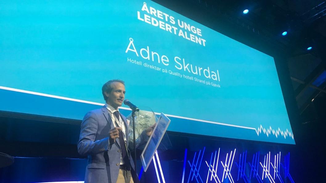 FIKK PRIS: Ådne Skurdal er tildelt prisen NHO Reiselivs Unge Ledertalent for 2018.