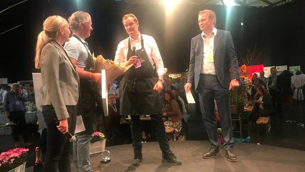 BEST PÅ DRIKKE: Årets drikkeleverandør 2017 er Haugen-Gruppen. Fra venstre: Heidi Ellefsen Ihlström (innkjøpssjef i NHO Reiseliv), Morten Furuberg (distriktssjef i Haugen-Gruppen), Hans Didrik Jom (Key Account Manager Beverages i Haugen-Gruppen) og Øyvind Frich (leder av innkjøpsutvalget i NHO Reiseliv Innkjøpskjeden).<br /><br />
