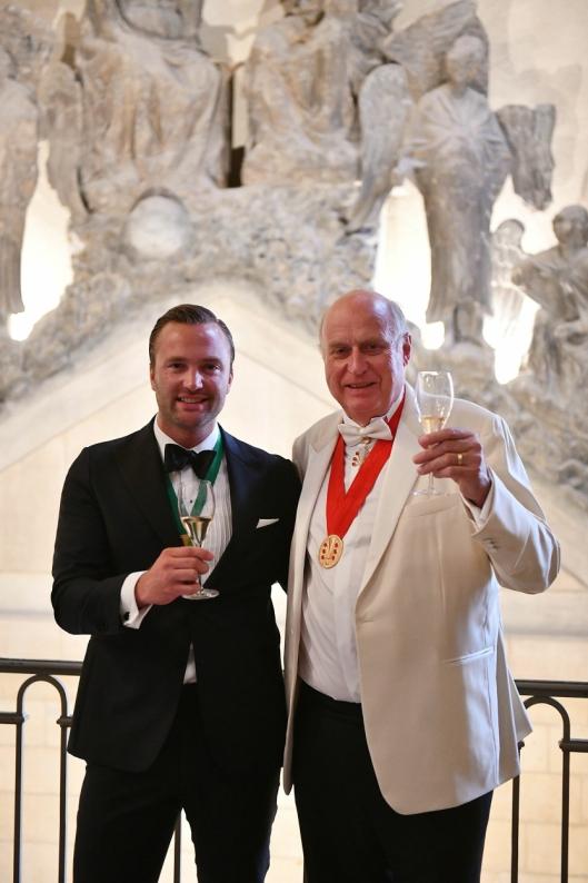 SKÅL: Philippe Baijot (t.h.), President of Champagne Lanson og Ole Steinsholt fra Solera og Norge.