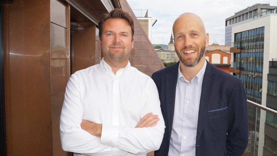 NY: Gustav Eddy Larsen (t.v.) er ansatt som ansvarlig for E-commerce og performance marketing i First Hotels. her sammen med Marius Zachariasen, VP Marketing & Innovation.
