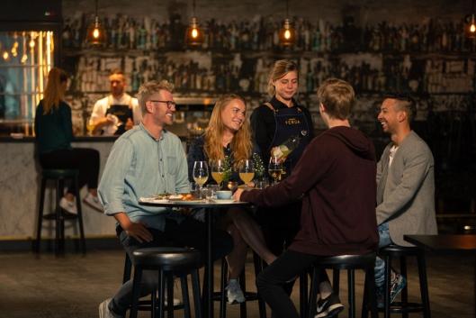 NEVAMAT: – På menyen har vi blant annet nevamat - retter som gjerne deles over bordet. Vi lager rause porsjoner av ærlig, rustikk og håndlaget mat, sier F&B Manager Arne Marius Berg.