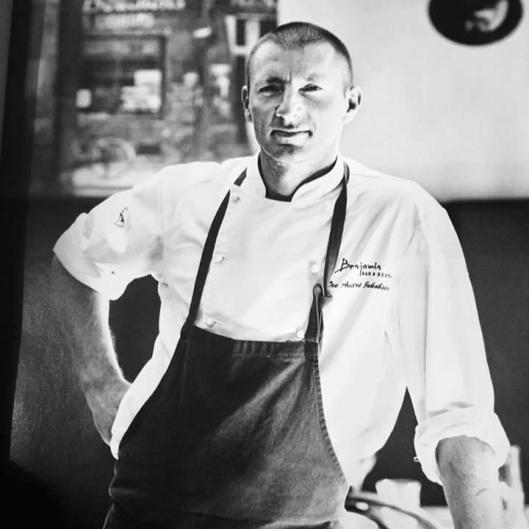 LEI: Ove A. Jakobsen har sett seg lei på enkelte restaurantanmelderes lave kompetansenivå.