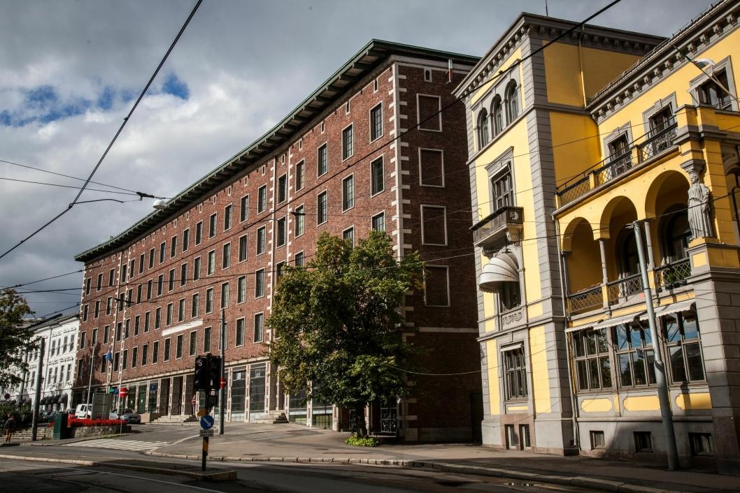 SUITER: Gule ambassadebygget blir forandlet til en villa med 16 suiter for utleie.