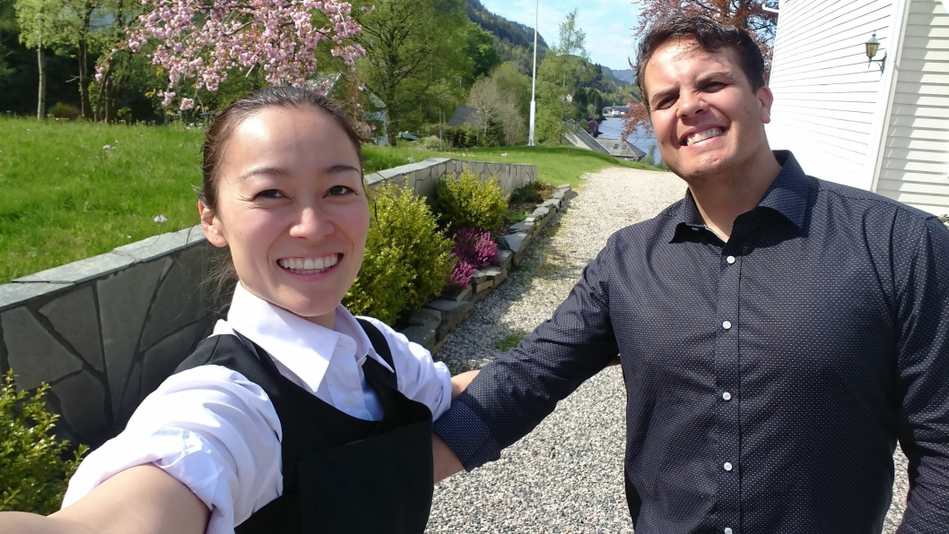 NYE DRIVERE: Denne glade duoen skal ta over driften av Dalen Hotell.