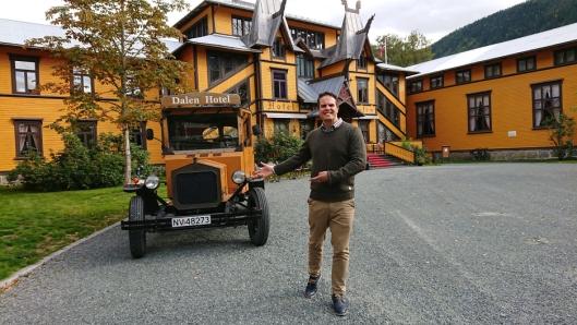 GLEDER SEG: David Sandem ble overbevist om at det var riktig å bli nytt vertskap på Dalen Hotell da han ble vist rundt tidligere.