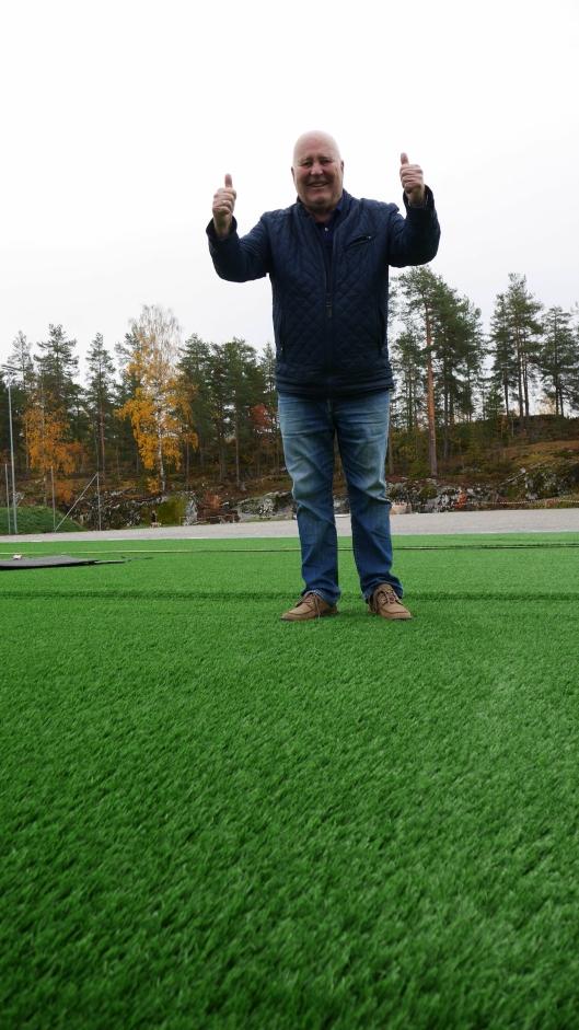 GLEDER SEG: Håkon Bekkestad har ledet kunstgress-prosjektet for Kolbotn IL og gleder seg til banen er spillbar.