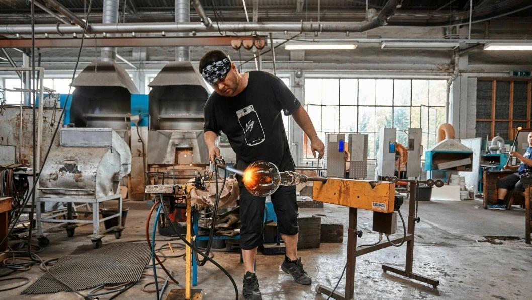 Nå gjenopptar Hadeland Glassverk produksjonen av unike objekter fra Amerikalinjens storhetstid, til glede for nye gjester og oppdagere.