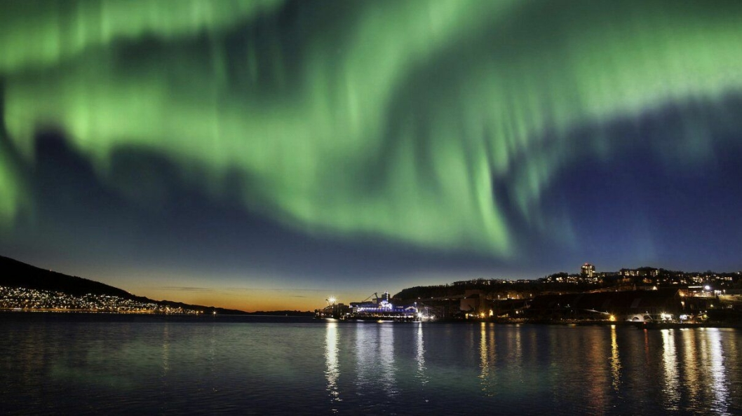 REKORD: Nordlys er en av hovedårsakene til at turistene strømmer til Nord-Norge.