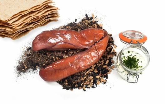 Salta og røykt rognpose med skreirogn, setterrømme, pepperrot fra Hasle gård og flatbrød fra Rørosbaker'n