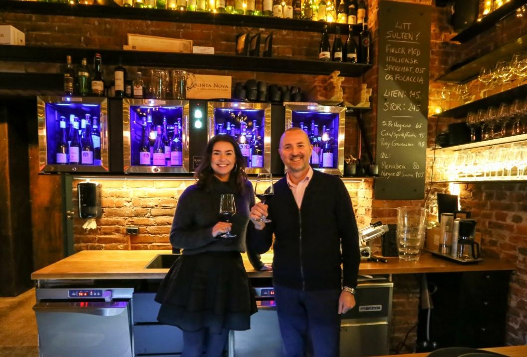 TEAMET: Øyvind Tveit er daglig leder og medeier i Vino Bar AS, mens Jeanette Solheim er restaurantsjef.