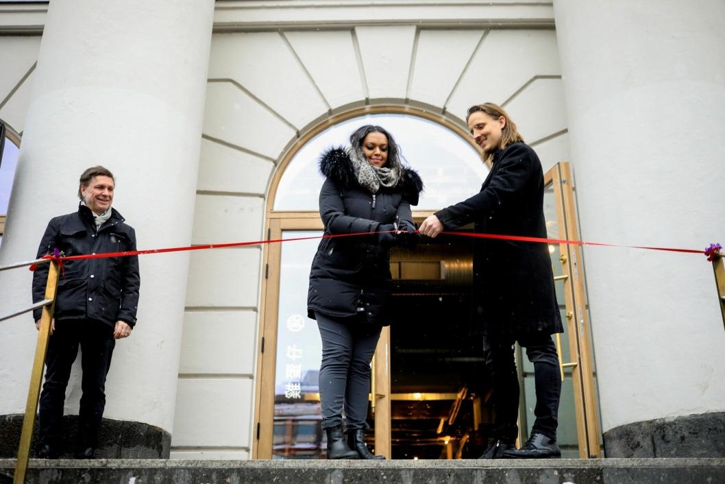 FIKK ÆREN: Kamzy Gunaratnam, varaordfører i Oslo, Christen Wikborg, Gårdeier og Wilhelm Larsen, Styreleder i Oslo Street Food.