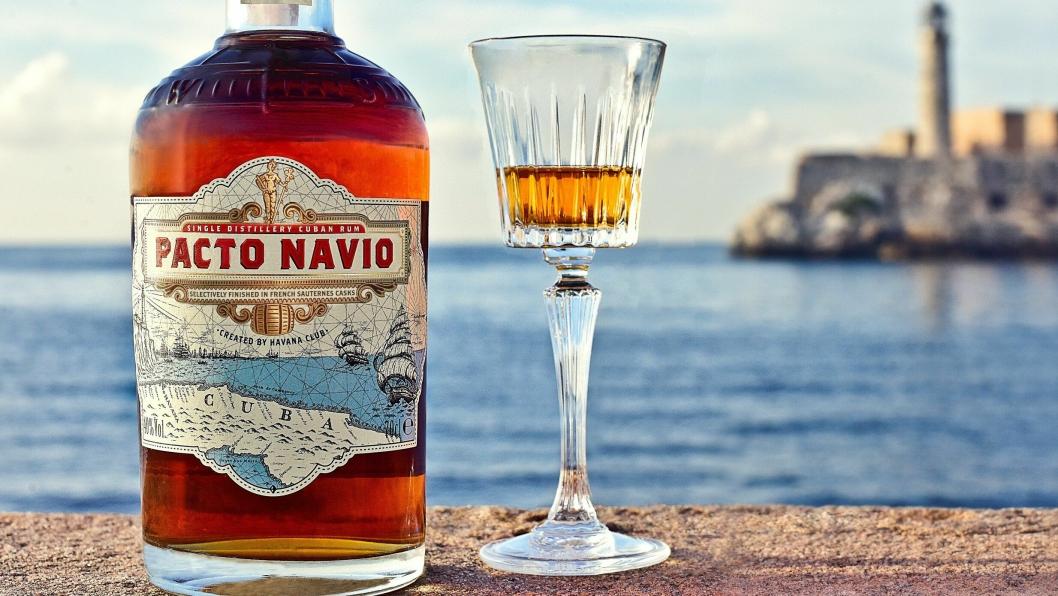 Pacto Navio produseres i San José de Las Lajas utenfor Havana.