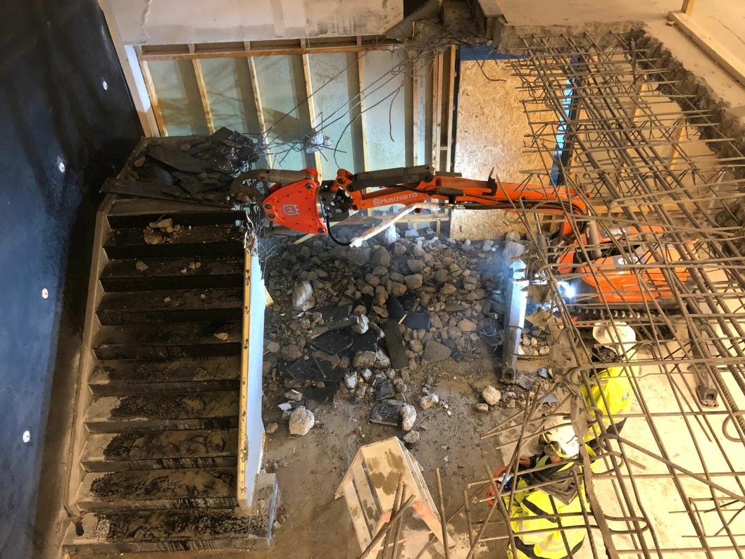 TØFFE TAK: Du vet det blir mer enn ny tapet når gravemaskinene rulles inn i hotellet.<br /><br />