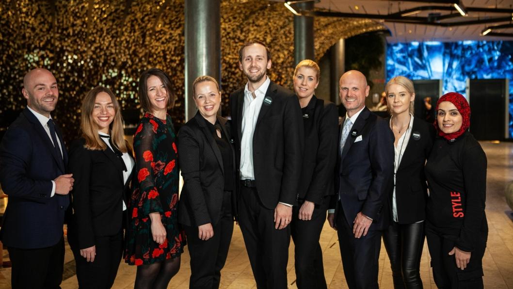 TETT PÅ: Noen av de ansatte på Clarion Hotel The Hub som nå blir tv-stjerner.