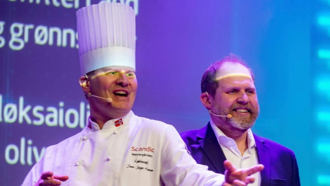 MER ENN MAT: Selv om han er i sitt ess på kjøkkenet, er han også en matformidler og underholder av rang. Her sammen med Truls Svendsen.