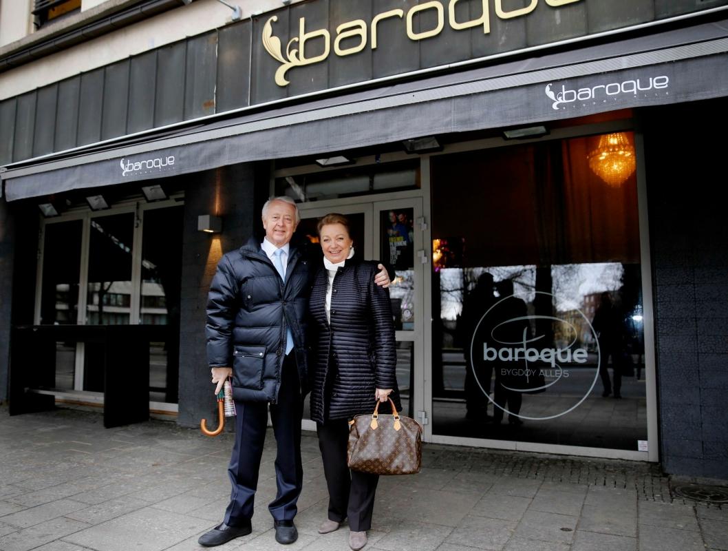RICA-PAR: Jan Rivelsrud og fru Grete foran Baroque i Oslo.